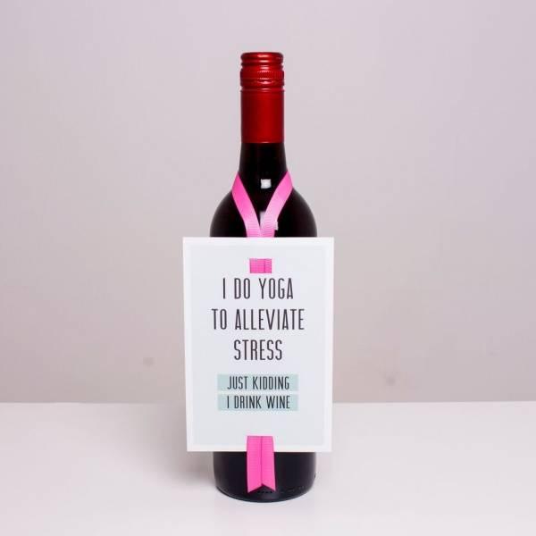 Bilde av VINKORT - I do yoga to alleviate stress...
